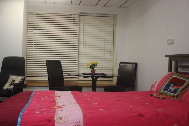 Private Apartment in Quiet Location - Jerrabomberra - 獨棟