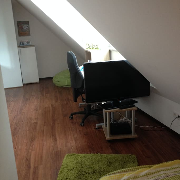 Here you can see the other half of the apartment with a desk, an office chair and a very comfortable sitting-sack.