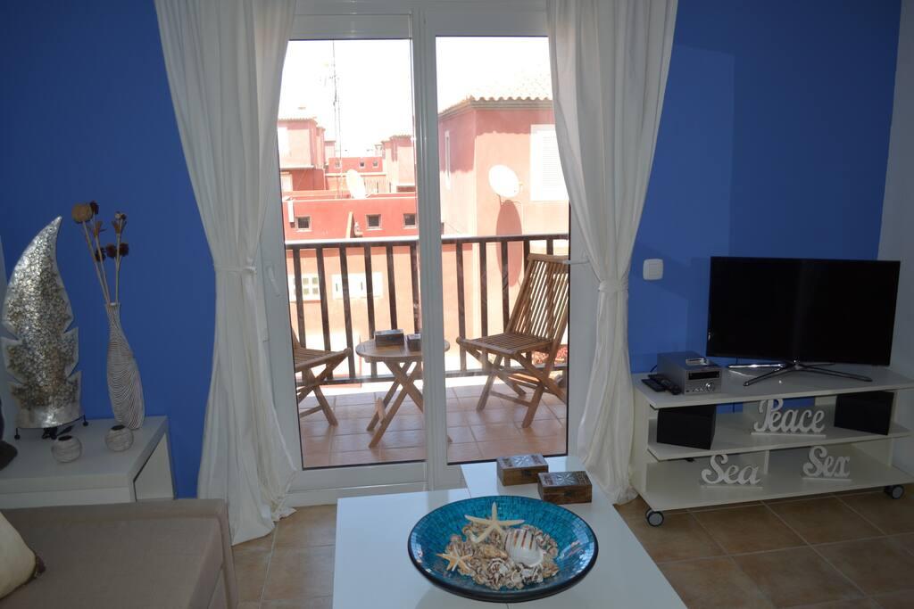 Moderno apartamento con piscina apartamentos en alquiler for Apartamentos en madrid con piscina
