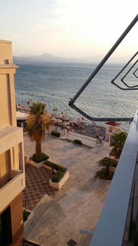 beachfront apartment - Loutraki - Departamento