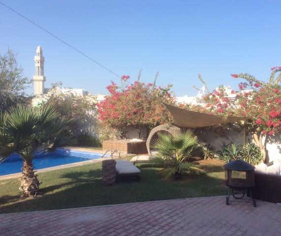 Poolvilla in Dubai, Umm Suqueim - Dubai - Villa