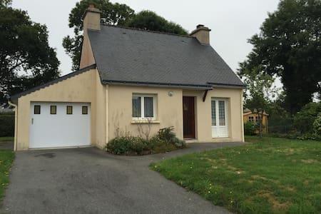 Pavillon dans un petit bourg breton - Quistinic