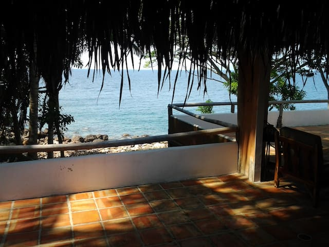 romantic beachfront house pv/yelapa - Chimo - Rumah