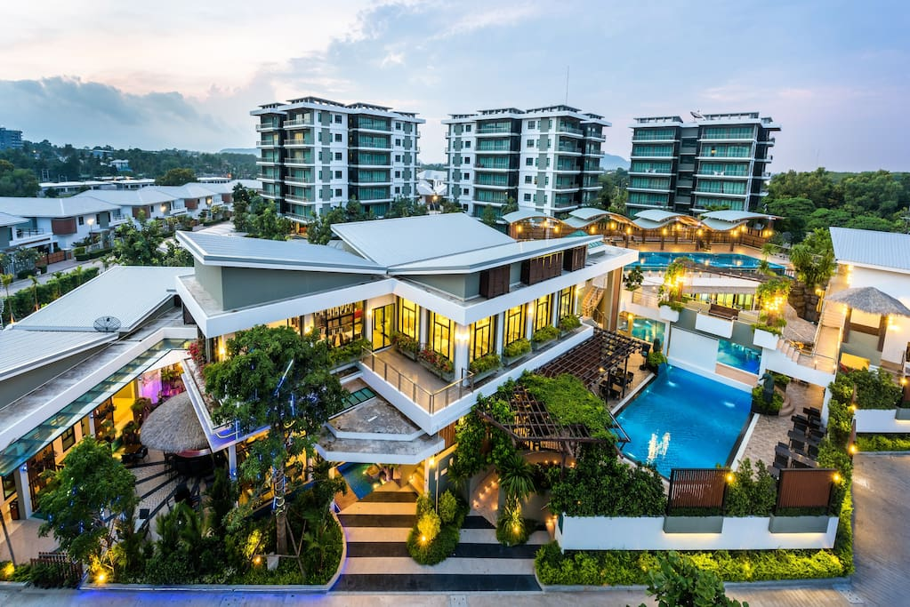Featuring 90 sqm. of living space, each units have one bedroom with en-suite bathroom, an open-plan living, dining and kitchen areas as well as a storage & laundry room and a guest toilet. Private balconies are accessible from both the master bedroom and