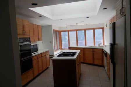 Private Room. Safe- NYC Getaway - Morganville