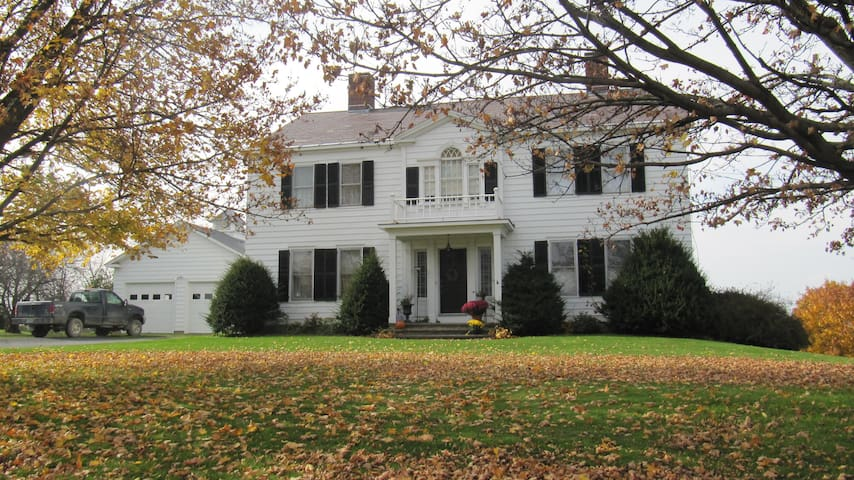 Mountain View Inn with views of Champlain Valley - Bridport - Bed & Breakfast