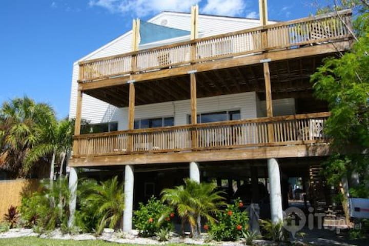 Quirky Beach House 2BR 324 ft to beach Unit 2