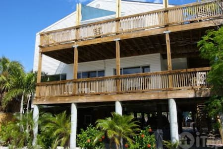Quirky Beach House 324 ft to beach - Madeira Beach - Apartament