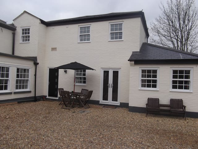 Courtyard Cottage Great Paxton, St Neots