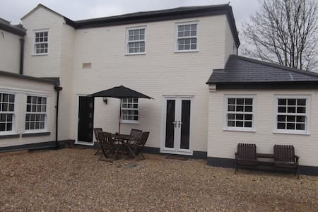 Courtyard Cottage - St Neots