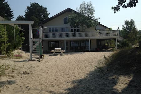 3 Bedroom Cottage/Apt on the Beach - Elmvale
