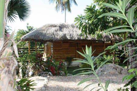 Surf Haiti Guesthouse Bungalow 1 - Cayes-de-Jacmel - Domek parterowy