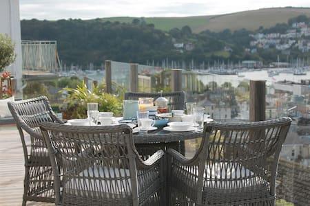 Compass Rose superking/twin + views - Dartmouth