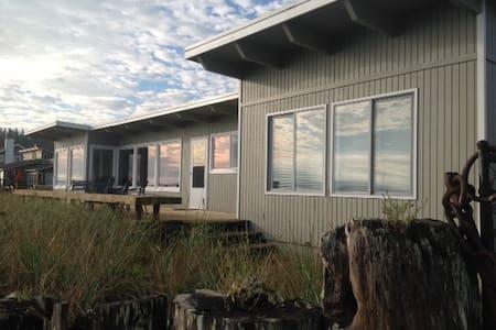 Beach House on Guemes Island - アナコーテス - 一軒家