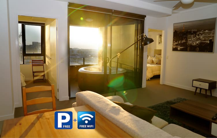 Lux Appt | Amazing Location | Jacuzzi | Free Park