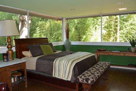 Bedroom, Private Entrance Cameron P