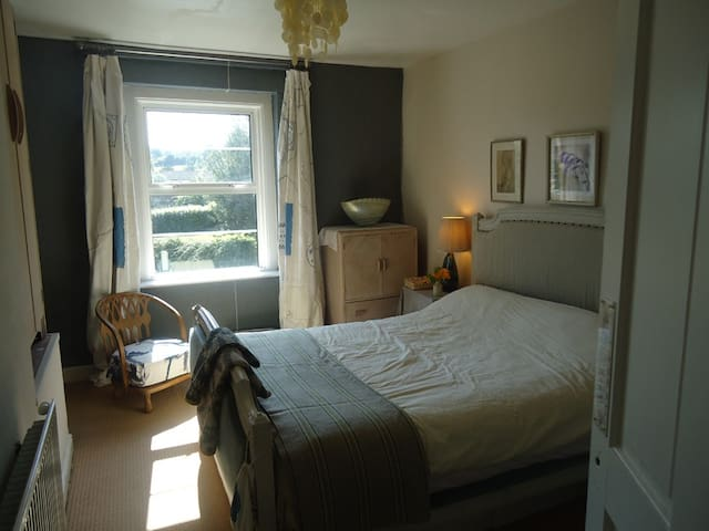 Comfortable room,cosy house in Bath