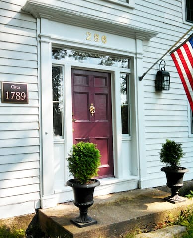 Peaceful Historic Guest Apartment - West Granby - House
