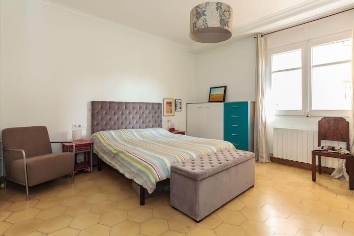 Sunny doble room+terrasse in Gracia