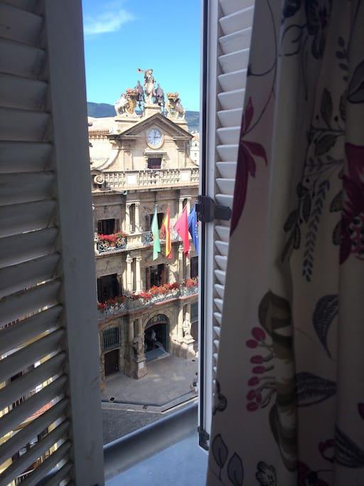 Ayuntamiento de Pamplona desde el dormitorio principal.