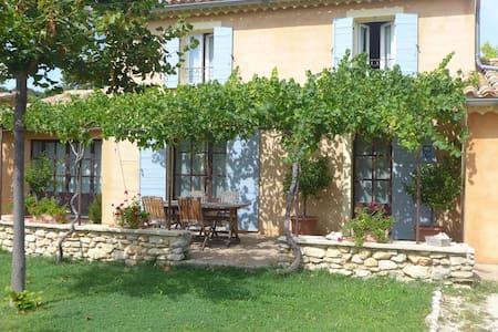 Petite maison  au pied du Ventoux - Flassan - House