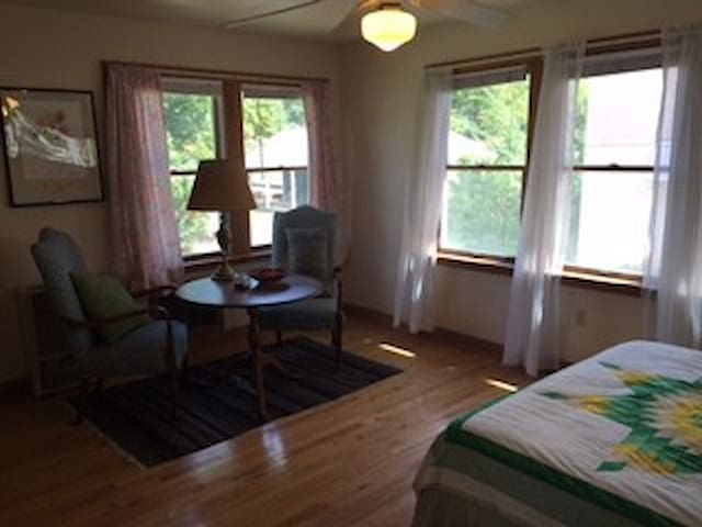 1BD minutes from downtown and UVA - Charlottesville - House
