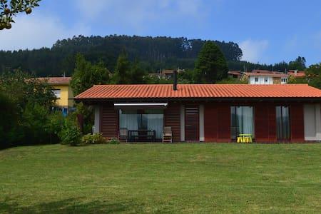 Casa con jardín en Sales, Colunga - Colunga