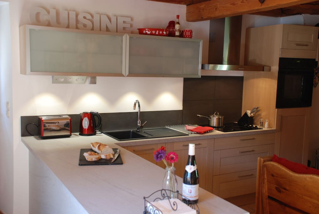 New fully equipped oak kitchen with integrated appliances