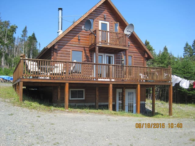 Beautiful 3 Bedroom Log Home . - Saint Catherine's - Cabin