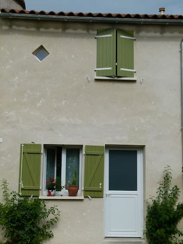T2 hameau calme en pleine nature - Rioux-Martin - บ้าน