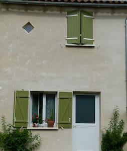 T2 hameau calme en pleine nature - Rioux-Martin