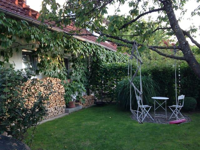 Gemütliches Nest mit eigenem Garten - Owingen - Rumah