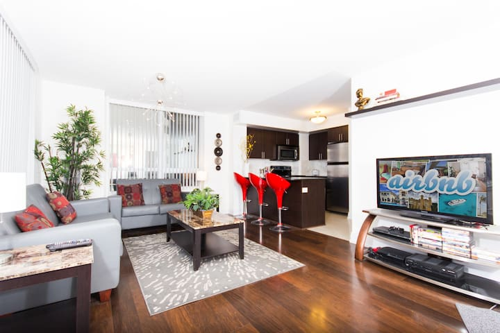Uptown Bedroom Getaway Apartments For Rent In Toronto Ontario Canada
