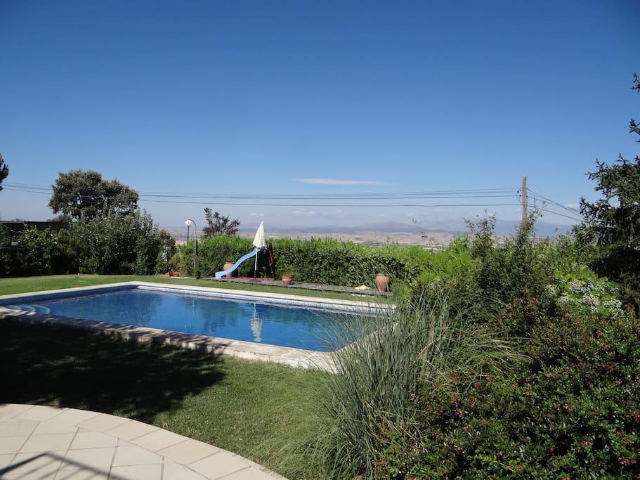 Villa avec piscine dans el casar chalets louer el for Chalet a louer avec piscine