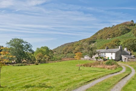 Warm and peaceful Snowdonia cottage - House