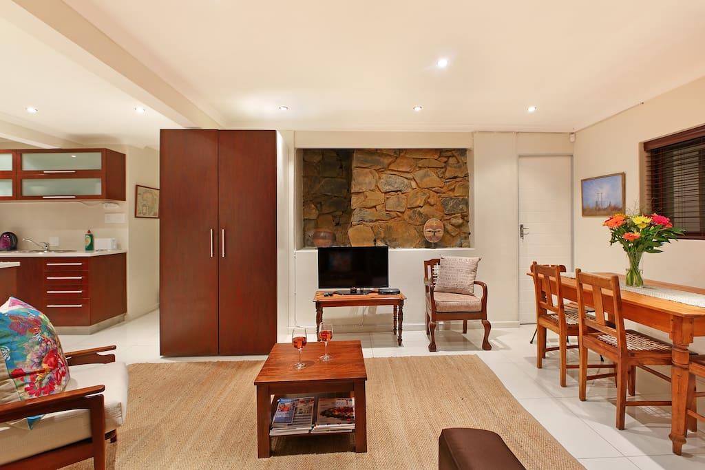 Dysart Lounge