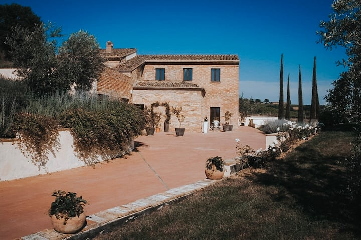 Villa with Jacuzzi in Tuscany in Montepulciano