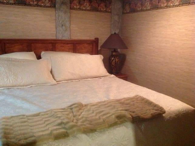 The Cave Room at By the Quay B&B - Port Alberni - Rumah