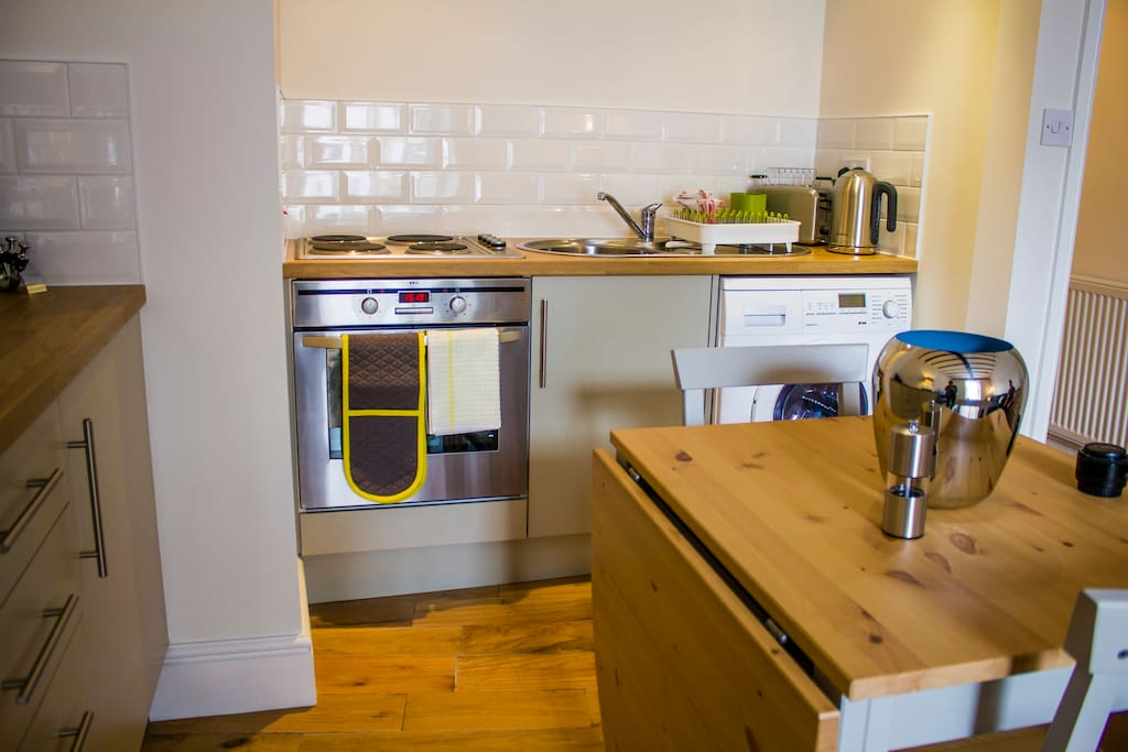 Fully equipped kitchen, dining for four.