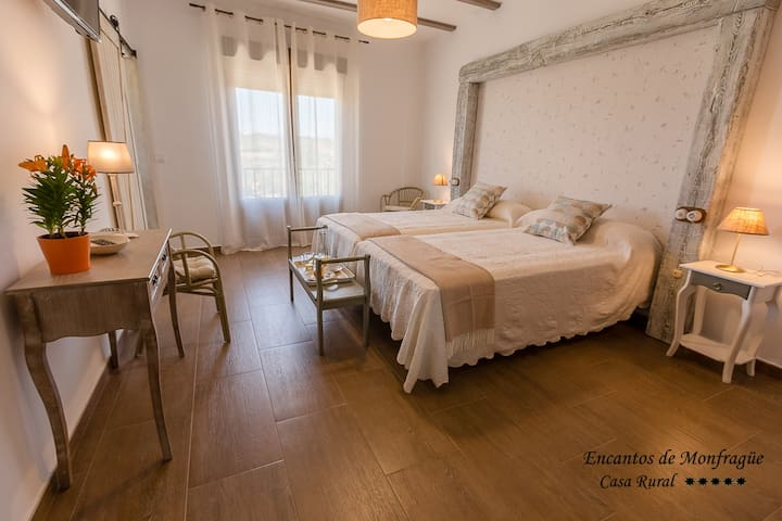 Habitación doble con baño con desayuno incluido - Malpartida de Plasencia - Casa