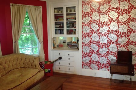 Cozy, bright and eclectic apartment - East Providence - Huoneisto