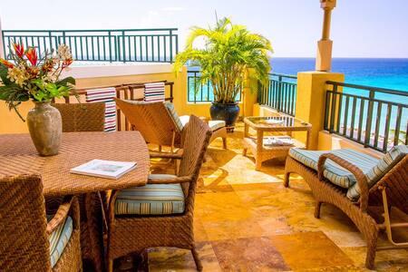 Spacious Penthouse on the Beach - Oistins - Társasház