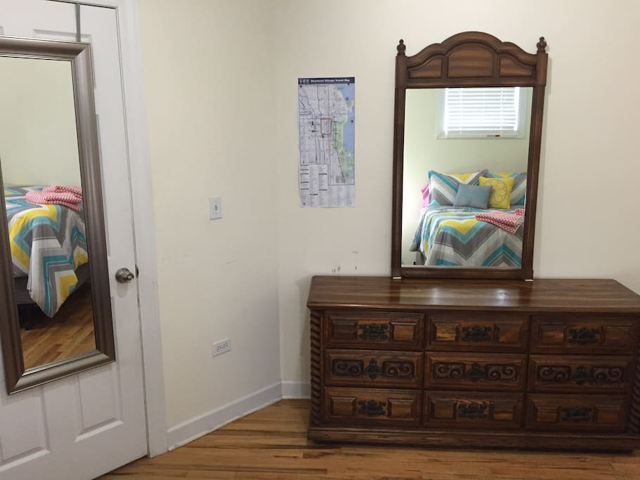 Dresser with 2 mirrors.