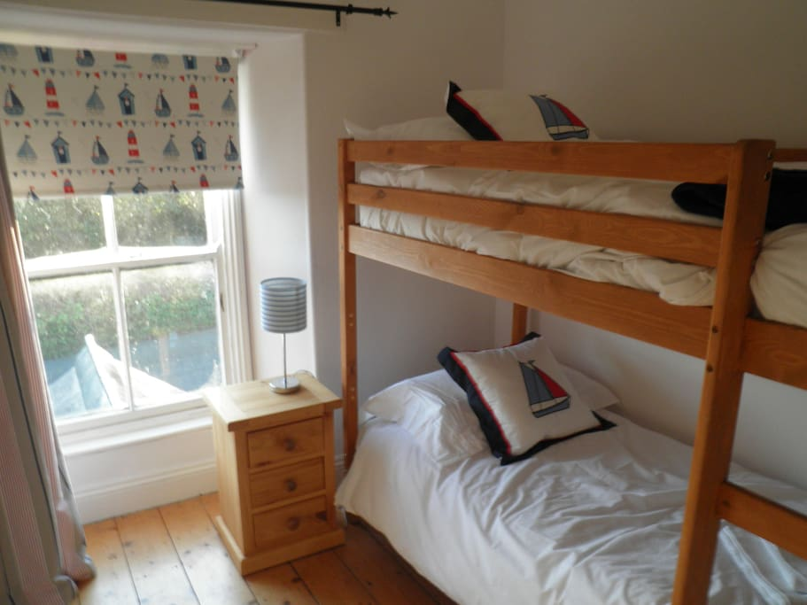 Bunk bed - bagsy the top!