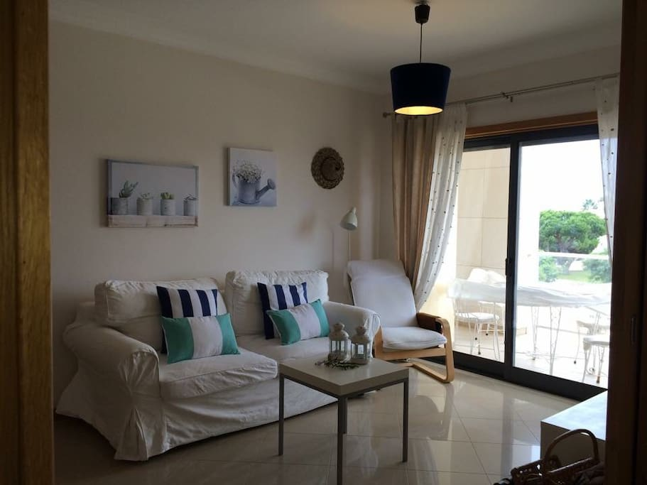 Living Room with a varanda with a view to the Maria Luisa Beach