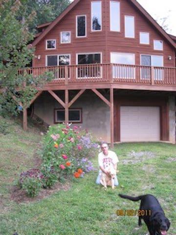 Beautiful mountain home - Zionville