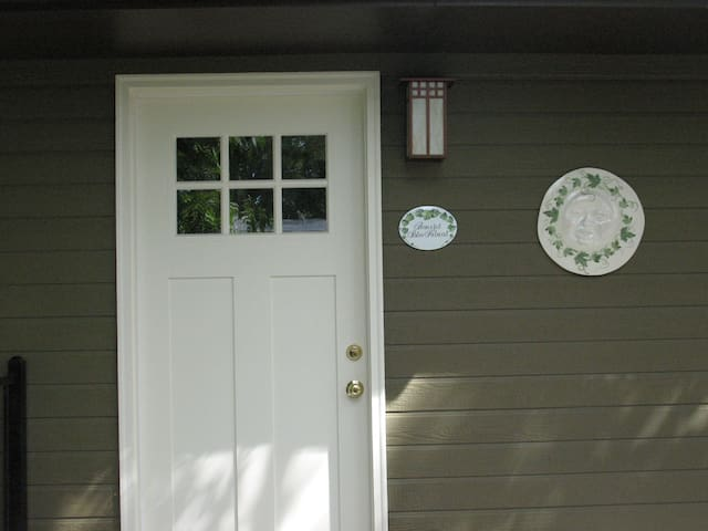 Peaceful Patio Retreat NW Boise.  Long stay deal!