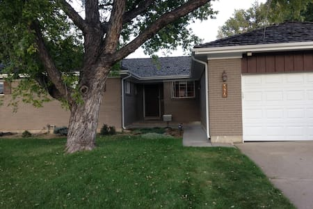 Family Friendly Home - Northglenn - 一軒家