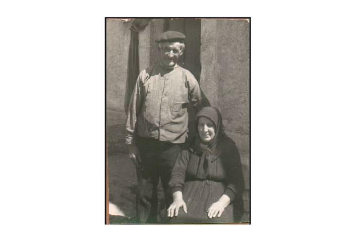 Mis bisabuelos, María y José, quienes construyeron la casa  . My great-grandparents, María y José, who built the house  <3