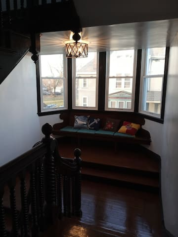 2F Apt yards mins to NYC (Filming/Wedding/Events)